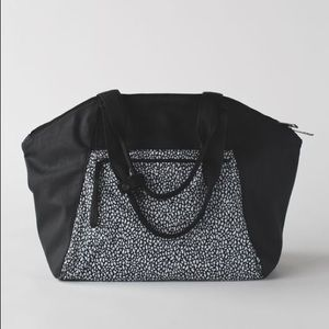 Lululemon Free To Be Bag | Black & White